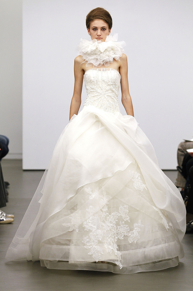 vera wang white wedding gown from fall 2013 fashion show