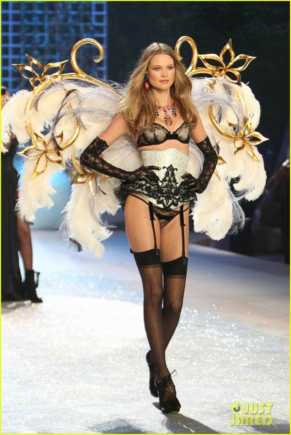 Behati Prinsloo victorias secrets fashion show 2012 wings