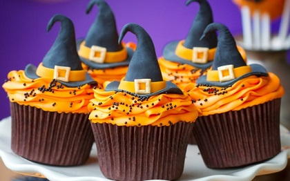 halloween cupcake in form of witch hat in black and frosting in orange